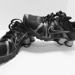 NIKE Black and Gray Sneakers Size 7.5